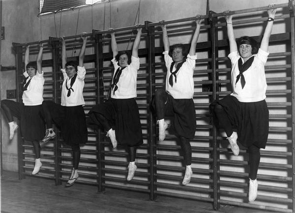 Barnard Students in 1922